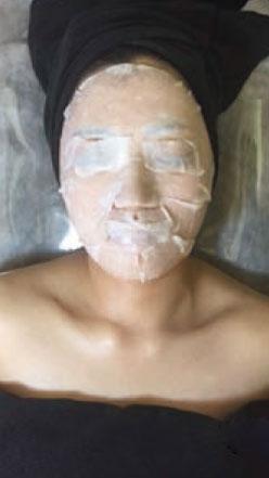 エッセンスの導入を行います。肌のハリ、透明感が増大されます。